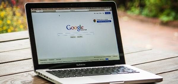 laptop-displaying-google